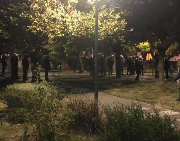 Ένα τσούρμο αστυνομικοί για μια χούφτα διαδηλωτές [Vid]